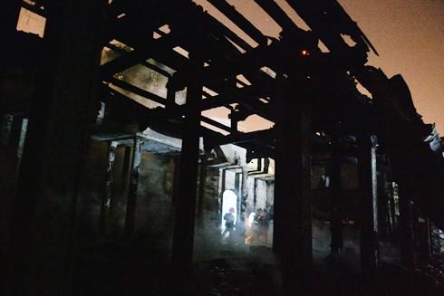 Đám cháy thiêu rụi toàn bộ điện thờ của chùa Tĩnh Lâu