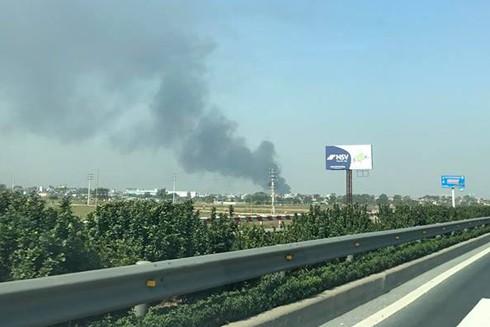 Từ xa đã trông thấy đám cháy tại cụm công nghiệp Ngọc Hồi