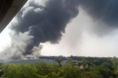 Cột khói bao trùm toàn bộ cụm công nghiệp