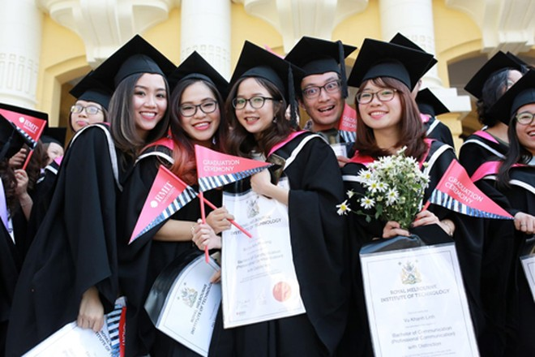 Các sinh viên tại buổi nhận bằng tốt nghiệp