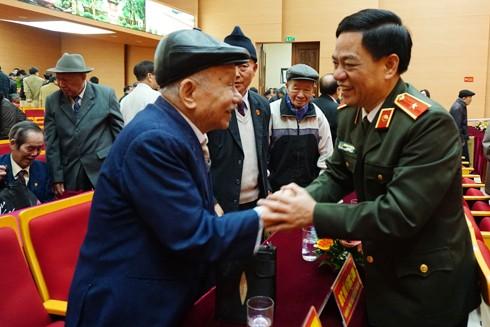 Thiếu tướng Đoàn Duy Khương, Giám đốc CAHN chúc mừng năm mới và bày tỏ tri ân thế hệ cán bộ nguyên là lãnh đạo Công an Hà Nội qua các thời kỳ