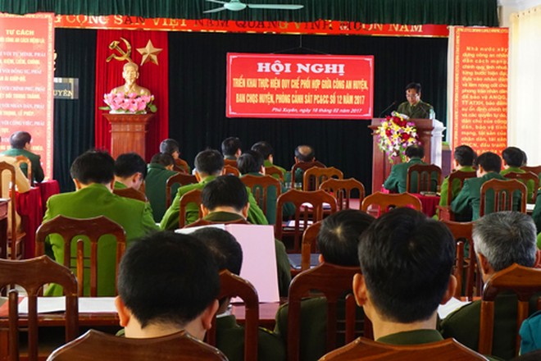 Đại diện lực lượng Công an xã đọc tham luận tại hội nghị