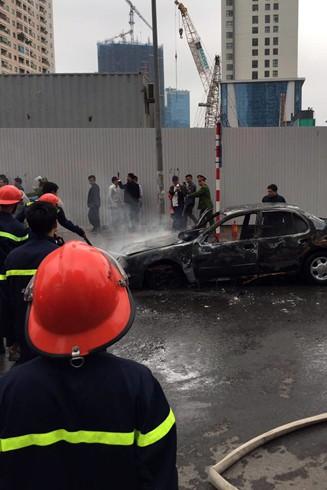 Lực lượng cứu hỏa có mặt tại hiện trường dập lửa