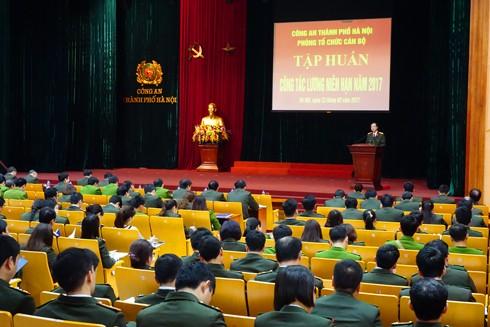 Đại tá Trần Hải Quân, Trưởng phòng Tổ chức cán bộ phát biểu tại hội nghị