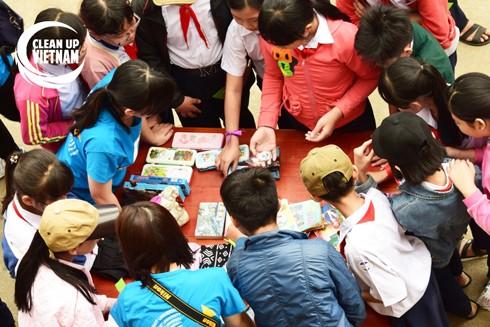 Hoạt động trao đổi đồ dùng cũ của học sinh tại Quy Nhơn