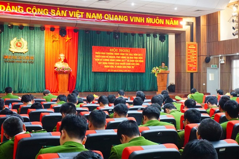 Đại tá Nguyễn Văn Sơn, Phó Giám đốc Cảnh sát PCCC thành phố Hà Nội phát biểu tại buổi lễ phát động