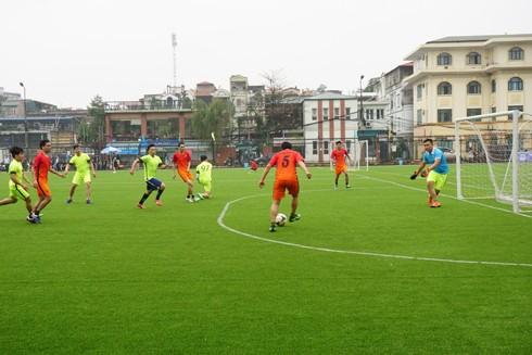 Hoạt động đá bóng giao lưu giữa các đơn vị nhằm gắn kết tình đoàn kết đồng chí, đồng đội