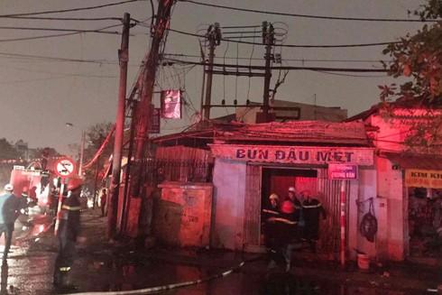 Cháy lớn tại nhà dân trên phố Lương Thế Vinh, Hà Nội