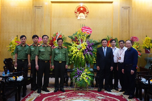 Thiếu tướng Đoàn Duy Khương cùng đoàn công tác CATP chúc mừng Học viện Chính trị Quốc Gia Hồ Chí Minh