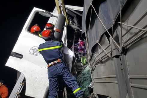 Lực lượng cứu nạn cứu người mắc kẹt trong cabin