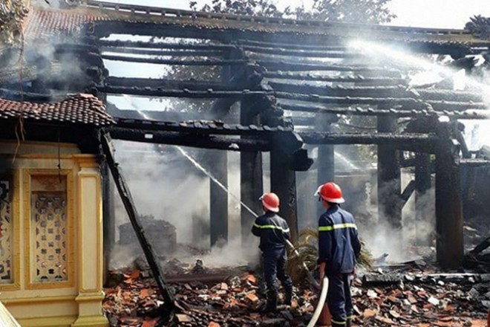 Lực lượng chữa cháy dập lửa tàn chống cháy tái phát
