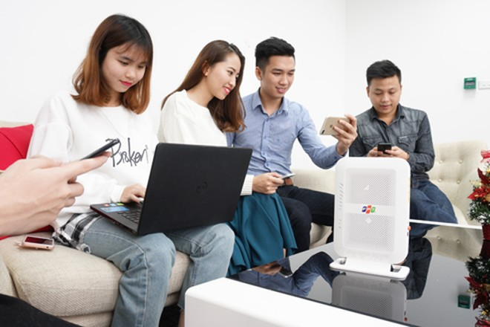 """Các thành viên trải nghiệm tốc độ cũng được đánh giá là thế mạnh của thiết bị Modem Wi-Fi """"hai trong một"""" của FPT"""