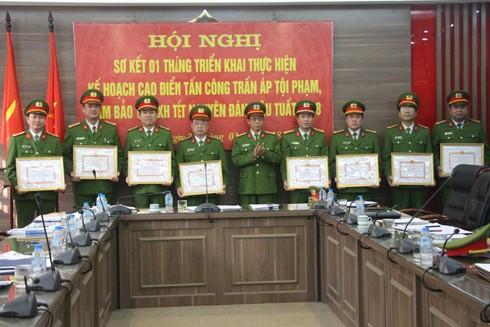 Cảnh sát PCCC thành phố khen thưởng các cá nhân, tập thể có thành tích trong đợt cao điểm