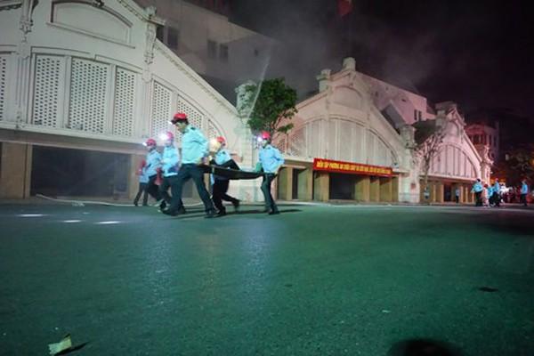 Đội chữa cháy cơ sở tại chợ Đồng Xuân có trên 144 người luôn thay phiên ứng trực PCCC