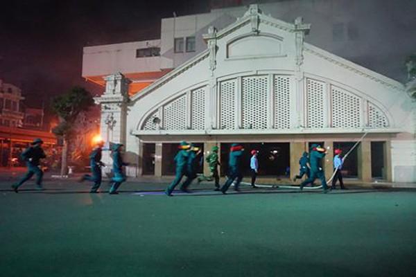Lực lượng dân phòng tham gia diễn tập ứng cứu buổi diễn tập CNCH tại chợ Đồng Xuân