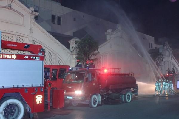 Lực lượng chữa cháy chuyên nghiệp diễn tập phương án cứu nạn, cứu hộ (CNCH), chữa cháy để kịp thời ứng cứu khi có sự cố hỏa hoạn