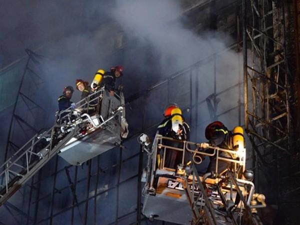 Lực lượng Cảnh sát PCCC số 3 cứu nạn, chữa cháy tại vụ cháy quán karaoke 68 Trần Thái Tông