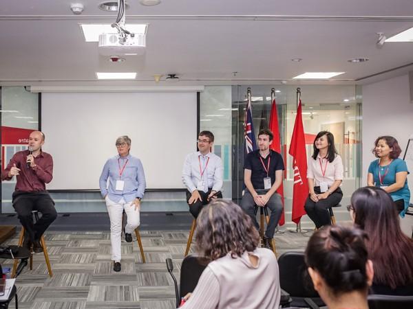 Các giảng viên tham gia diễn thuyết, trao đổi kinh nghiệm
