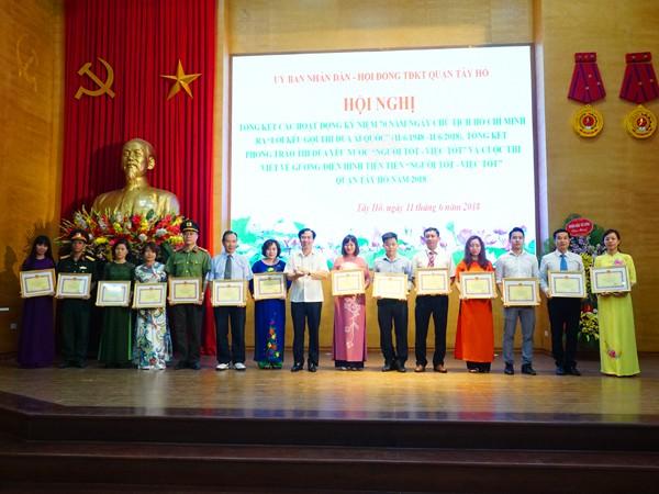 Các cá nhân, tập thể có thành tích được khen thưởng trong phong trào thi đua ái quốc