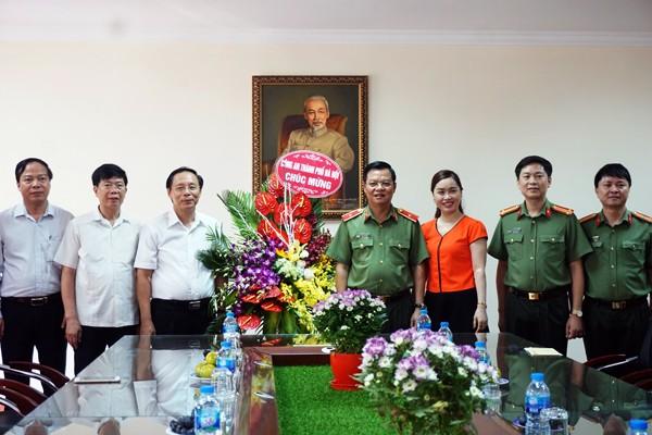 Thiếu tướng Đào Thanh Hải chúc mừng thày và trò Học viện Báo chí tuyên truyền