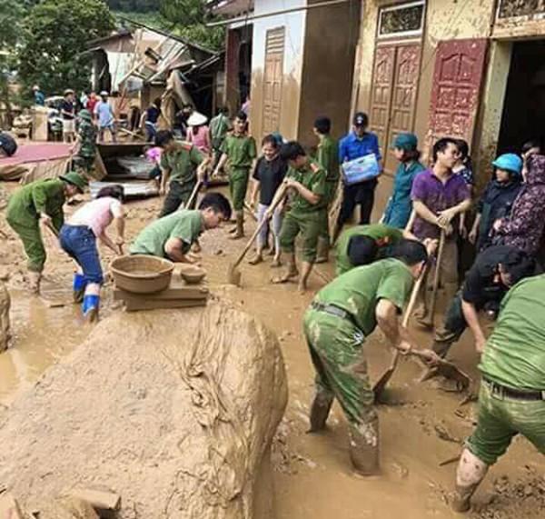 Lực lượng Công an giúp dân khắc phục hậu quả do mưa lũ tại Hà Giang