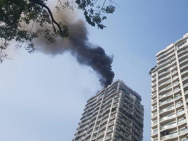 Vụ cháy tại chung cư Golden Westlake tạo thành cột khói đen