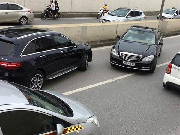 Chiếc xe vi phạm bị chụp ảnh đưa lên mạng xã hội