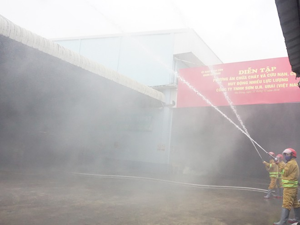 Ngay sau khi phát hiện cột khói, lực lượng chữa cháy cơ sở đã dùng hệ thống bơm chữa cháy tại chỗ dập lửa