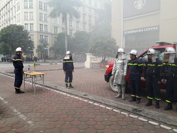 Diễn tập phòng cháy, chữa cháy, tìm kiếm cứu nạn tại tòa nhà The Garden ảnh 3