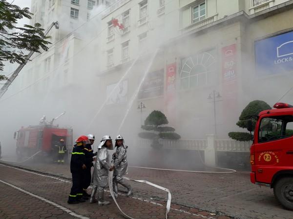 Diễn tập phòng cháy, chữa cháy, tìm kiếm cứu nạn tại tòa nhà The Garden ảnh 9