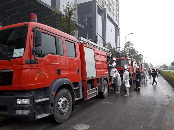 Diễn tập chữa cháy, cứu nạn người mắc kẹt trên tòa nhà cao tầng ở quận Bắc Từ Liêm ảnh 3