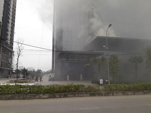 Diễn tập chữa cháy, cứu nạn người mắc kẹt trên tòa nhà cao tầng ở quận Bắc Từ Liêm ảnh 8