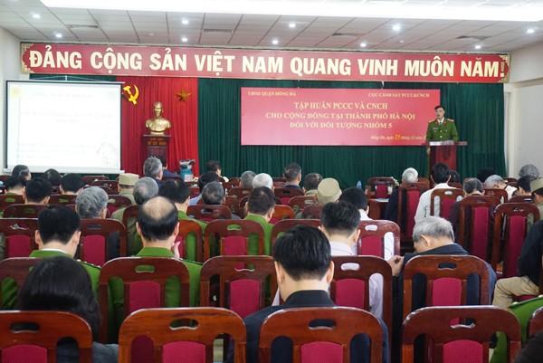 Chủ tịch và Trưởng CAP 21 phường cùng các lực lượng tham gia tập huấn PCCC và CNCH