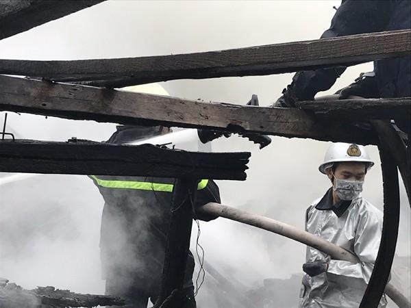 Lực lượng Cảnh sát PCCC và CNCH- CAQ Bắc Từ Liêm nỗ lực khống chế đám cháy