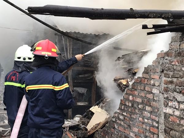 Một chút sơ ý khi đun nấu đã dẫn đến hậu quả gây cháy trại chăn nuôi
