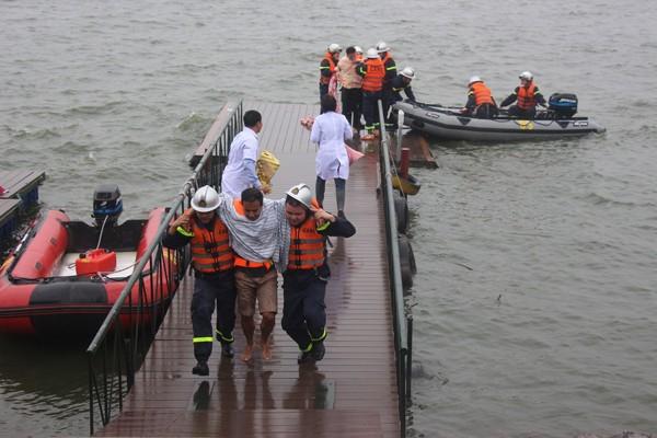 Cảnh sát phòng cháy Hà Nội diễn tập cứu nạn dưới nước ảnh 3