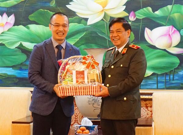 Thiếu tướng Đoàn Duy Khương tiếp đón Hội thánh Tin lành Hà Nội đến chúc mừng năm mới