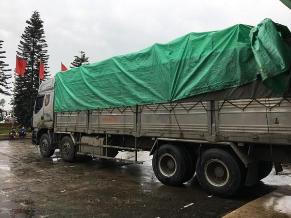 Chiếc xe chở hàng lậu bị cơ quan Công an bắt giữ