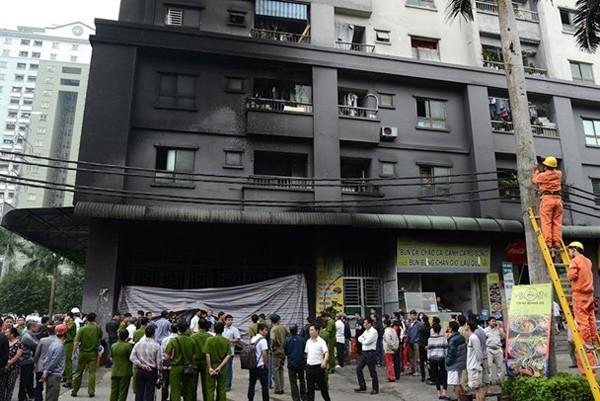 Lực lượng chức năng có mặt khám nghiệm hiện trường ngay sau khi nhận được vụ nổ trạm biến áp tại tầng hầm chung cư Xa La, Hà Đông