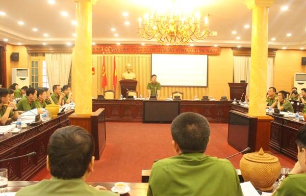 Đại tá Nguyễn Tuấn Anh phát biểu chỉ đạo CATP Hà Nội mở cao điểm kiểm tra, xử lý nghiêm các vi phạm về phòng cháy, chữa cháy (ngày 14-5, tại Hội trường 197 CATP)