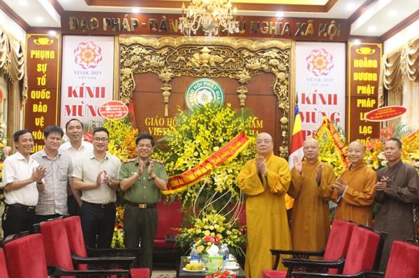 Công an Hà Nội chúc mừng Trung ương Giáo Hội phật Giáo Việt Nam