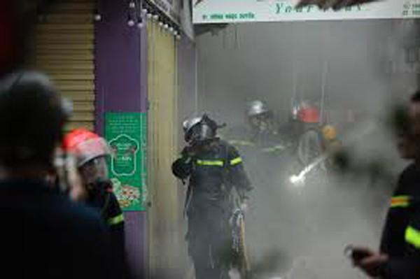 Hàng chục người đã được cứu thoát khỏi đám cháy