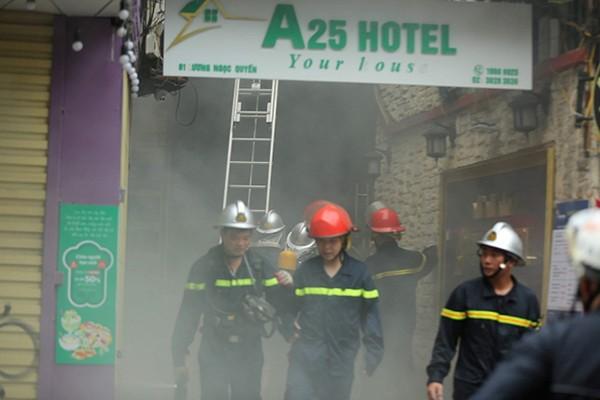 Lực lượng Cảnh sát PCCC và CNCH đã nỗ lực dập lửa cứu nhiều người thoát nạn