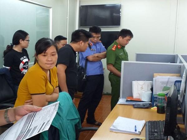 Cơ quan chức năng khám xét nơi làm việc của các đối tượng