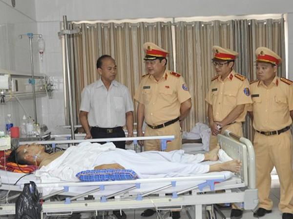 Lãnh đạo Cục CSGT thăm hỏi Trung úy Nguyễn Hoàng
