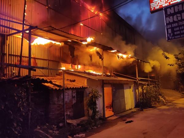Một phía khu nhà xưởng được cho là điểm xuất phát cháy ban đầu