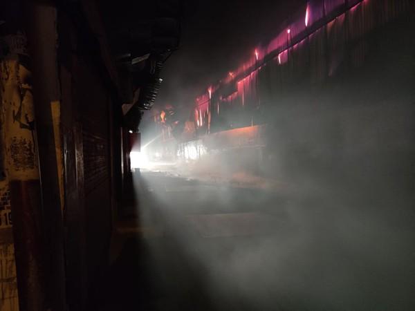 Ngay sau khi xảy cháy, khu vực xảy cháy đã được cắt điện để phục vụ công tác cứu hỏa