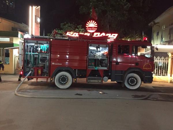 Các phương tiện chữa cháy được tiếp cận từ nhiều phía để tiếp nước cho lực lượng cứu hỏa