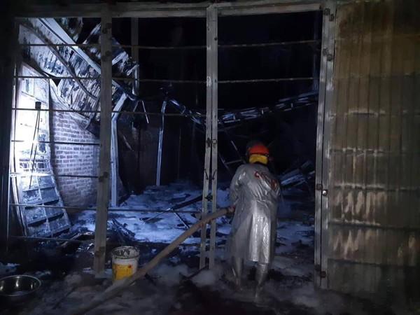 Công tác dập tàn tại khu vực cháy