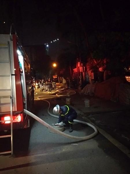 Linh hoạt sử dụng phương tiện chữa cháy tại hiện trường